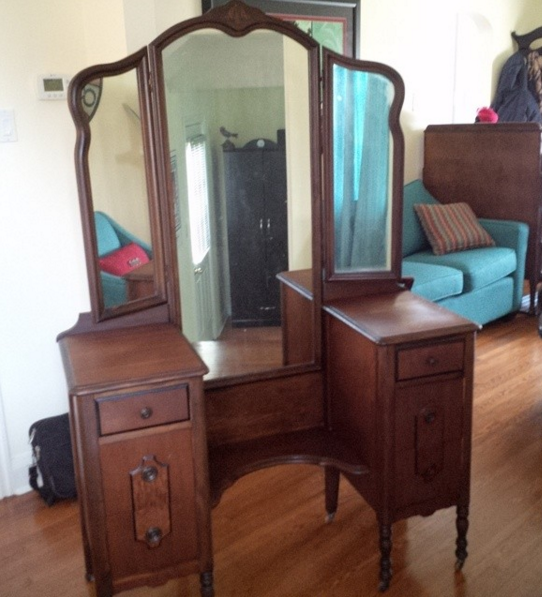 Antique vanity for a lady
